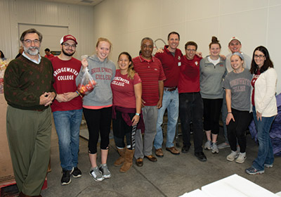 group photo of Bridgewater College volunteers