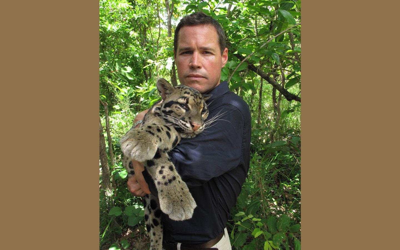 A photo of Jeff Corwin holding a cloud leopoard